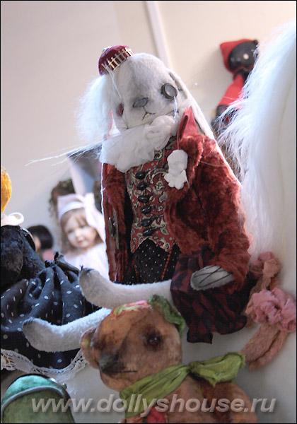 заяц стимпанк в магазине игрушек на Новый Год